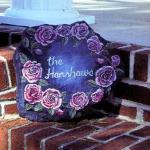 декоративная плита с орнаментом из цветов